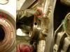 I różne inne mankamenty - simmering na wałku rozrządu kierunkowy - ale wałek kręci się w lewo a nie w prawo. Odma także ma spory luz w gnieździe (ok. 0,4mm). Na foto także inny sposób zabezpieczenia siatki filtrującej.