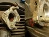 Cylindry mają zainstalowane przejściówki pod inny typ gaźników. Przejściówki są uszkodzone. Być może Inwestor wróci do oryginalnych gaźników. Bo te które są powodują także problemy ze spasowaniem z rurami dolotowymi.