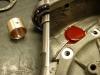 Wykonałem nową tuleję podporową wałka rozrządu. Po wprasowaniu na klej, dodatkowo została doszczelniona farbą do silników.