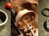Na szczęście znalazłem bardzo sensowną używaną tuleję. Na foto przeróbka obudowy dyfra na współczesny simmering i wkrętka dyfra po przeróbce na znormalizowany simmering.