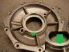 ... roztoczyć dalej oprawę simmeringu, wytoczyć aluminiowy pierścień redukcyjny i wprasować go na klej. Tak wykonaną redukcję trzeba teraz roztoczyć pod wymiar standardowego simmeringu.