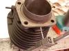 Przed montażem cylindrów - wykonanie otworu do okresowej kontroli smarowania. Wiercenie, gwintowanie, śruba M3 z uszczelką.