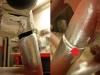 Po usunięciu tylko mosiądzu z miejsca naprawy zrobiła się spora dziura - trzeba to będzie spawać na kilka razy. Prawa fotografia - druga rura także miała pęknięcie dobrze widoczne po przygotowaniu miejsca do spawania.