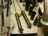 Dostarczone przez Inwestora zawieszenie było bez wkładów amortyzatorów. Trzeba przerobić i wyremontować wkłady od K750. I gotowe. Do półek dolnych trzeba dorobić specjalne śruby. Śruby portek zabezpieczone specjalnym drutem.