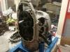 Wnętrze silnika jest pokryte jakby przepalonym olejem. Dodając do tego przytarty tłok mam podejrzenie, że silnik albo był przegrzany, i to porządnie, albo pracował ze znikomą ilością oleju.