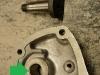 Czas na regenerację osprzętu skrzyni biegów. Napawanie wałka i toczenie na nadwymiar, potem wykonanie i wprasowanie cienkościennej tulei ze stali nierdzewnej. Wszystko po to aby zlikwidować rozbity otwór i zużytą ośkę.