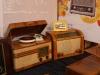 Polonez - pierwszy powojenny odbiornik z wbudowanym gramofonem. Aga- odbiornik produkowany na licencji szwedzkiej w latach 1945-49.