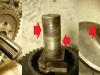 Ze środka także wysypuje się szkiełko. I foto różnych niespodzianek - wałek kopniaka do wymiany, widełki do obróbki.