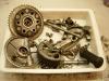 Motocykl jest demontowany, elementy są myte partiami i weryfikowane.