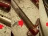 Przy demontaży był problem z wykręceniem jednej ze sprężyn - trzeba było rozkuć stopkę na której opiera się sprężyna. Niestety rury zawieszenia mają spore wżery - co prawda na skraju zakresu pracy. Na foto widać także że jednak ze sprężyn jest krótsza.