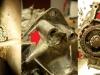 I trochę szczegółów.  Szlam i piasek pomiędzy tulejami cylindrów, pokrywa rozrządu z uszkodzeniem, bardzo luźny łańcuszek rozrządu.