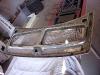 Płyta podłogowa dosycha więc czas na tylną klapę. Klapa to partacki wytwór czeskich rzemieślników - trzeba ją poprawić ile się da. Na początek wycinanie zbędnego zamka, blach/płetw itd. Potem szlifowanie i piaskowanie rdzy którą Czesi pozostawili.