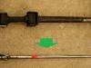 Zamiast oryginalne drążka z łącznikiem który już w fabryce ma spore luzy - customowy drążek z kardankami.