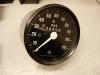 Ian kupił nowy prędkościomierz.    /    Ian bought a new speedometer.
