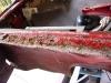 Parapety przednich błotników są w tragicznym stanie. Ktoś kładł szpachlę prosto na rdzę  /   The front fender sills are in tragic condition. Someone put the putty straight on the rust..