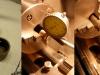 Czas na montaż silnika. Inwestor dostarczył nową tulejkę do wałka rozrządu. Wyglądała obiecująco. Coś mnie jednak zmusiło do włożenia jej do tokarki - pomiary wykazały bicie wewnętrznej powierzchni względem zewnętrznej o 0,24mm! Trzeba było wykonać nową, z jednego zamocowania.