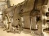 To skrzynia od wczesnej setki. Odróżnia ją parę szczegółów - brak włącznika światła cofania, inne żebra wzmacniające przy styku z silnikiem a także.... trochę gładsze odlewy aluminium.