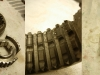 Podczas przezbrajania wałka głównego trzeba rozebrać obudowy synchronizatorów bo działają jak odśrodkowe filtry oleju i jest tam zawsze dużo stalowego pyłu.