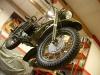 Motocykl można było zdjąć ze stojaka montażowego i założyć koła.