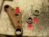Standardowa przypadłość - rozbity otwór w półce i porozbijana nakrętka prowadząca łożysko i górną półkę. Trzeba to naprawić poprzez wieloetapowe napawanie, toczenie i rozwiercanie.