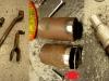 Czas na naprawę innych elementów. Regeneracja osi hamulca, naprawa, lakierowanie i postarzanie szklanek suwaków. A także wyciąganie wgniecenia w suwaku które blokowało dolną szklankę - specjalnym przyrządem.