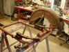Na warsztat trafił wózek boczny. Gondola i rama została dokładnie umyta. Czas na oględziny. Jest problem z ramą - została pomalowana minią i jej kolor dość mocno odbiega od całości.
