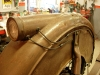 Wózek boczny otrzymał nową instalację wykonaną z przewodów w bawełnie.