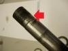 Złożenie główki ramy na nowych łożyskach - teoretycznie 15 minut i gotowe. Ale nie w WSK. W fabryce zbyt głęboko nacięto gwint na sztycy, przez co od nowości łożysko opierało się o gwint a nie o gładką powierzchnię. Efekt widać na foto. Trzeba było napawać sztycę, centrować w kłach i staczać pod pożądany wymiar. 3 godziny.